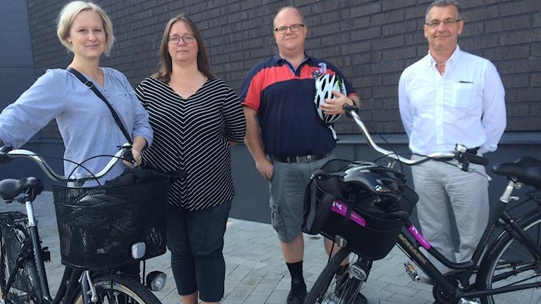 Susanna Söderberg, Linda Larsson, benny Andersson och kommunalrådet Karl-Erik Olsson (S) vill få högre fart på cykefrågor.