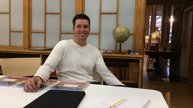 Rikard Persson, läxhjälpare på biblioteket i Simrishamn