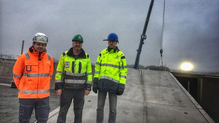 Tre byggarbetare.