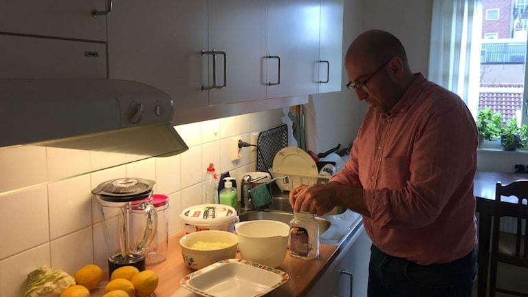 Nabil har äntligen ett riktigt kök.
