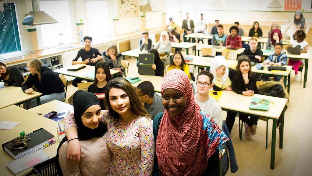 Gadir, Nawres och Iiman från vinnarklassen 8a på Fröknegårdskolan i Kristianstad.