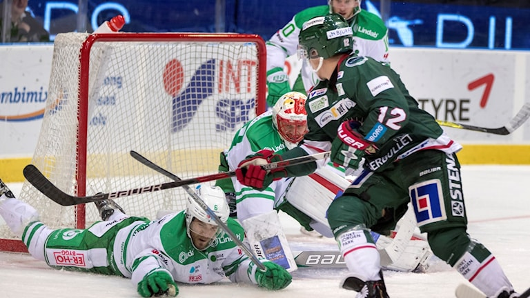 Rögle och Frölunda i kamp om SHL-poäng. Foto: Thomas Johansson/TT.