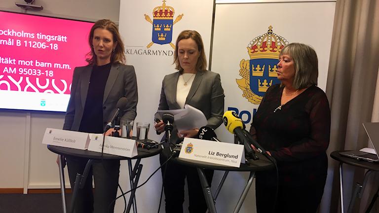 Sex män och kvinnor är misstänkta för sexbrott mot barn. Övergreppen har skett både fysiskt och via nätet. Här åklagarna Emelie Källfelt och Annika Wennerström, samt polisens utredare Liz Berglund.