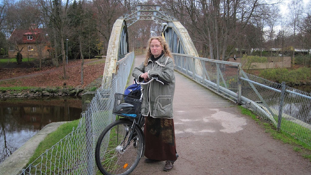 Karin Stenholm vid Pyttebron i Ängelholm.