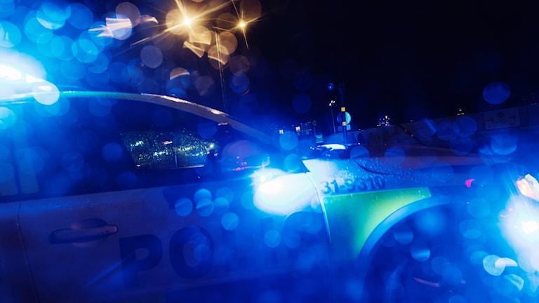 Polisbil bakom regnig ruta. Foto: Stina Stjernkvist/TT