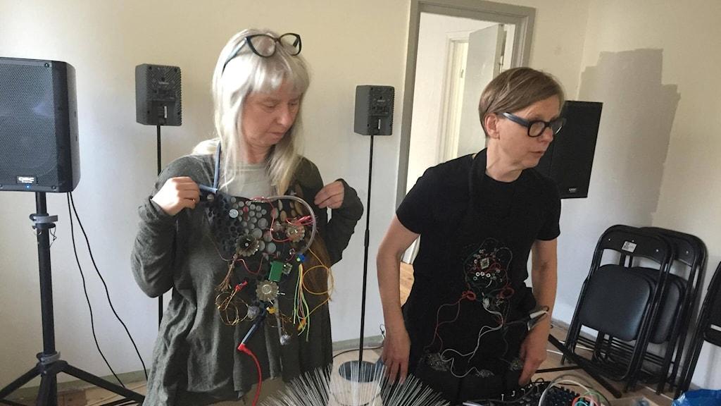 Glowing Electronics i Östra Hoby. Ann Rosén och Lise-Lotte Norelius.