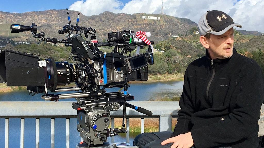 En person med en filmkamera i Hollywood.
