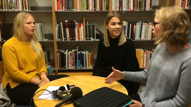 Elin Melander, Amanda Karström och Elin Bengtsson går musiklinjen på C4 skolan.