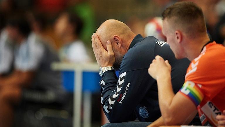 IFK Kristianstads tränare Ola Lindgren deppar under en tidigare match. Foto: Andreas Hillergren/TT.