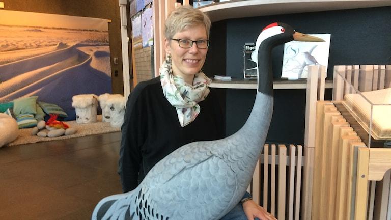 Karin Magntorn och Tranan Ellen på Naturum i Kristianstad