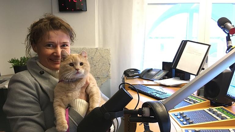 Honey och veterinären Lucie Marcela Havelka på plats i p4 Kristianstad studion