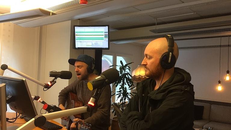 Stiko Per Larsson och The Moniker på besök. Foto: Johanna Zachhau/Sveriges Radio P4