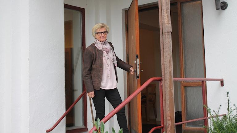 Lisbeth Göranson vid församlingshemmet i Degeberga.