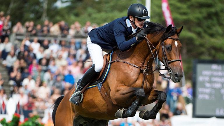 Peder Fredricson på hästen H&M Christian K från Sverige under Falsterbo horse show