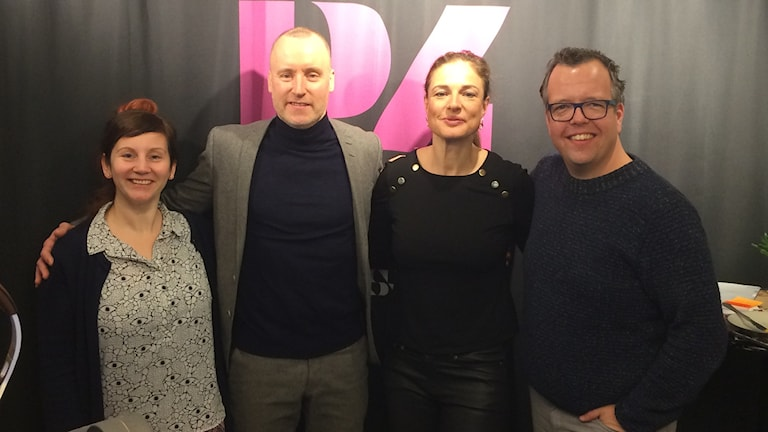 Lyxfällans programledare Magnus Hedberg och Magdalena Kowalczyk på plats hos Johanna Zachhau och Anders Liljeqvist i studion.