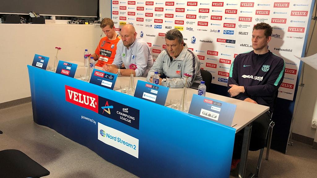 Ola Lindgren var nedslagen på presskonferensen efter matchen.