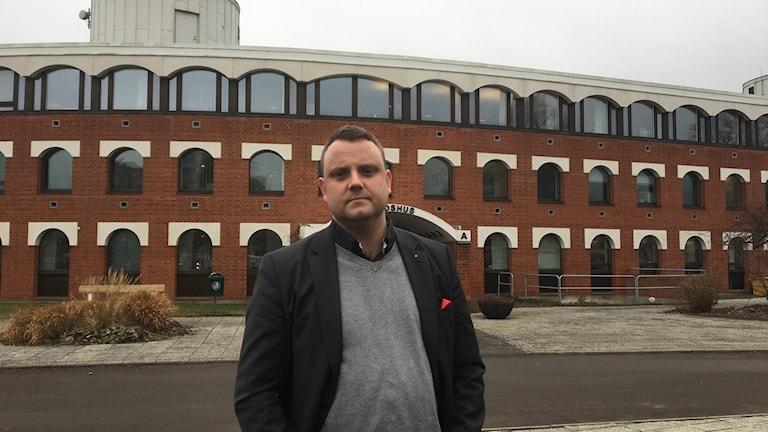 Lars Nyander, (S) kommunstyrelsens ordförande, vill se ett nytt stadshus. Men nu har förslaget stoppats.