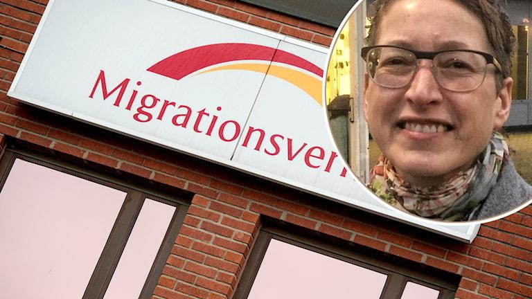 Migrationsverkets logga och en porträtt på kvinna som ler och har glasögon.