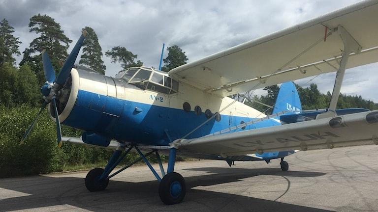 Ett flygplan landade på tisdagskvällen på den nedlagda flygplatsen i Bivaröd i Östra Göinge kommun.