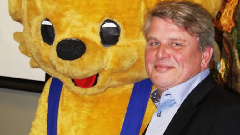 Bamse tillsammans med Ola Andreasson.