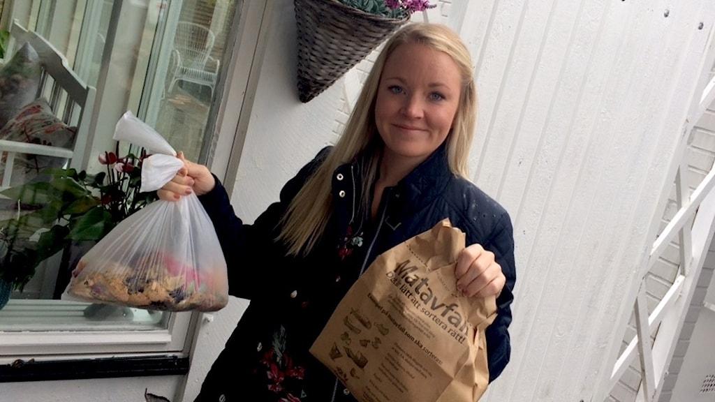 Maria Ursin från Ängelholm har testat biopåsen som hon jämfört med papperspåsen. Foto: Saffi Yucel/Sveriges Radio