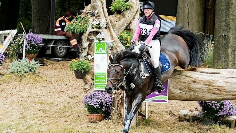 Hann Berg tillsammans med hästen Quite Survivor.