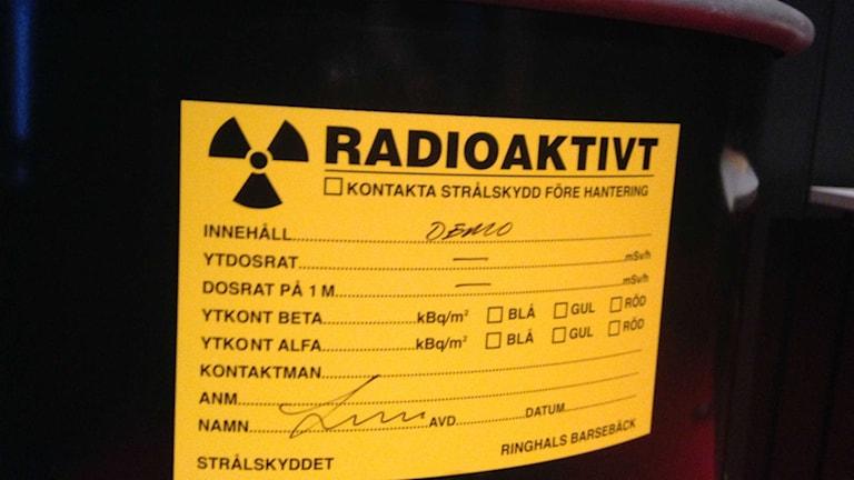 Utbränt kärnbränsle är bortforslat sedan tidigare men kvar finns metall från kärnkraftsreaktorerna och annat byggnadsmaterial med radioaktiv strålning.