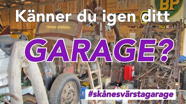 Bild på stökigt garage med lila text skriven på bilden.