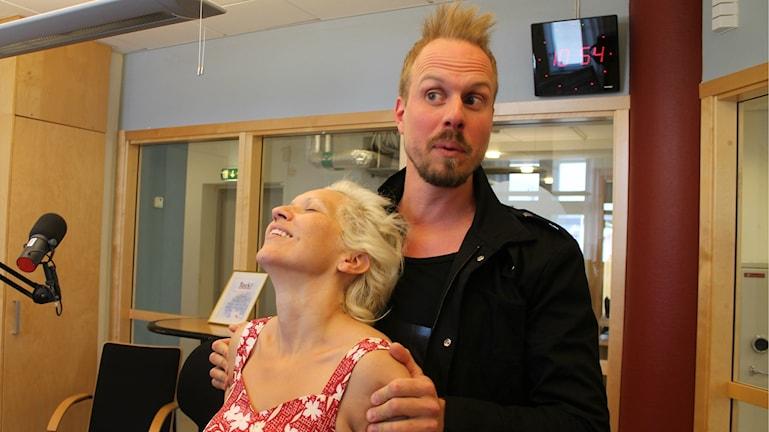 Gunhild Carling möter Dejo Andersson i Förmiddagsstudion.