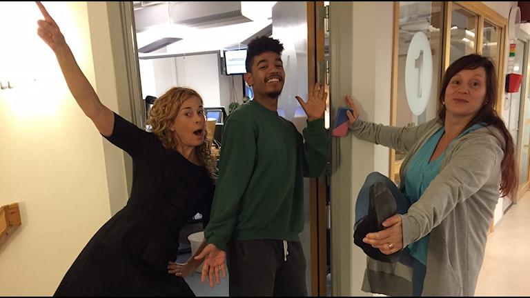 Matilda, Ricky och Johanna poserar.