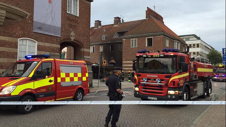 Brand i Kristianstad, flera brandbilar.