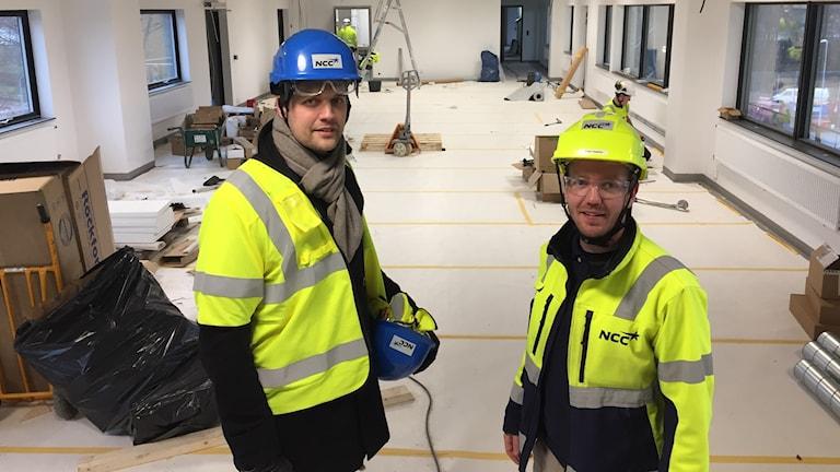 Två män på bygge
