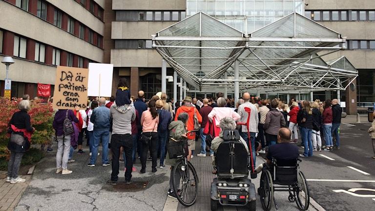 Pågående manifestation för en bättre vård i Lund.