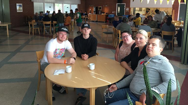 Deltagare på årets sommarkurs i Glimåkra, samt personal.