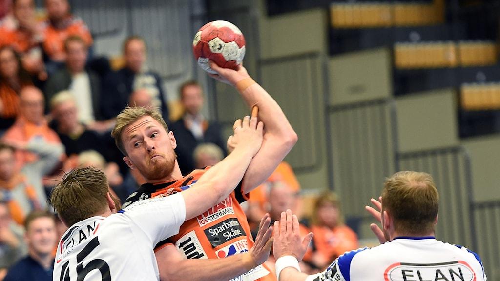 Albin Lagergren skjuter.