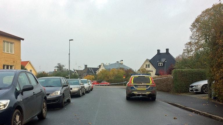 En bil har detonerat på Lyckans väg på Egna hem i Kristianstad. Foto: Rickard Sturesson/Sveriges Radio