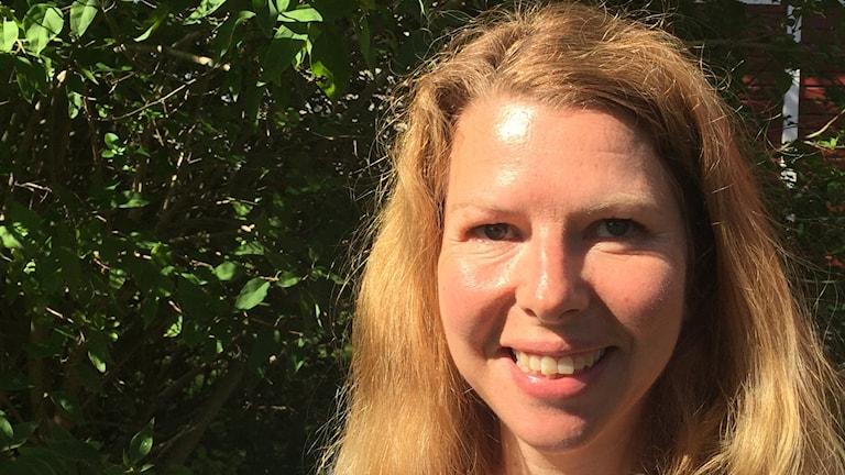 blond psykoterapeut i buskar