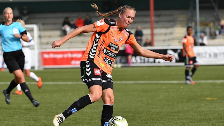 Kristianstads Therese Ivarsson med bollen