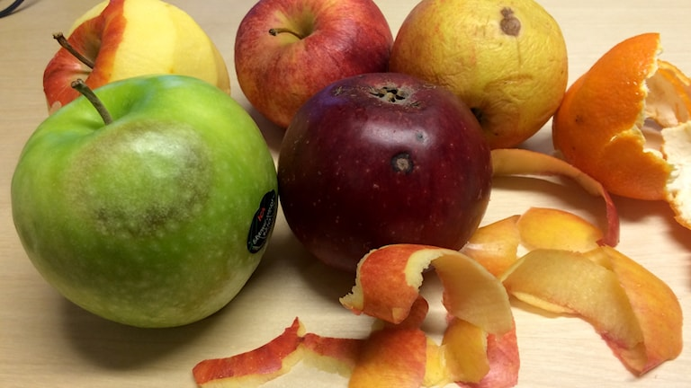 Frukt och fruktskal.