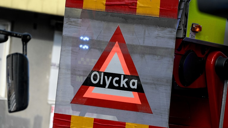 En uppfällbar skylt med texten olycka på en brandbil i samband med en olycka. Foto: Johan Nilsson/TT