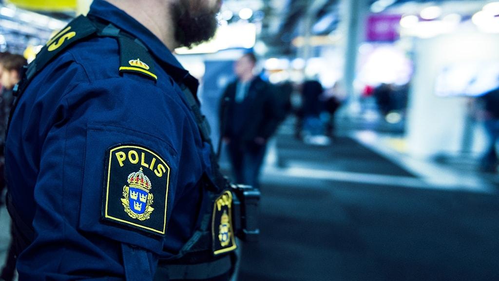 polis i närbild i typ galleria