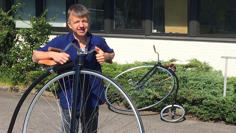 Per-Olof Kippel med sin höghjuling