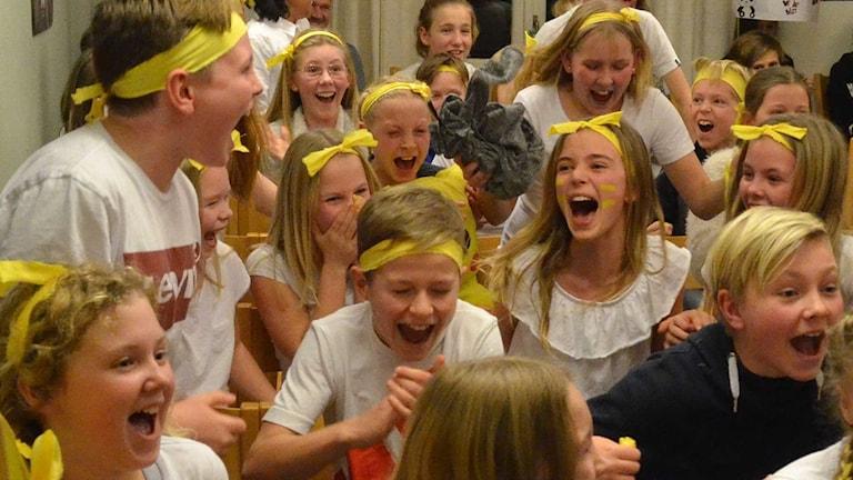Rönnowskolan jublar efter segern.