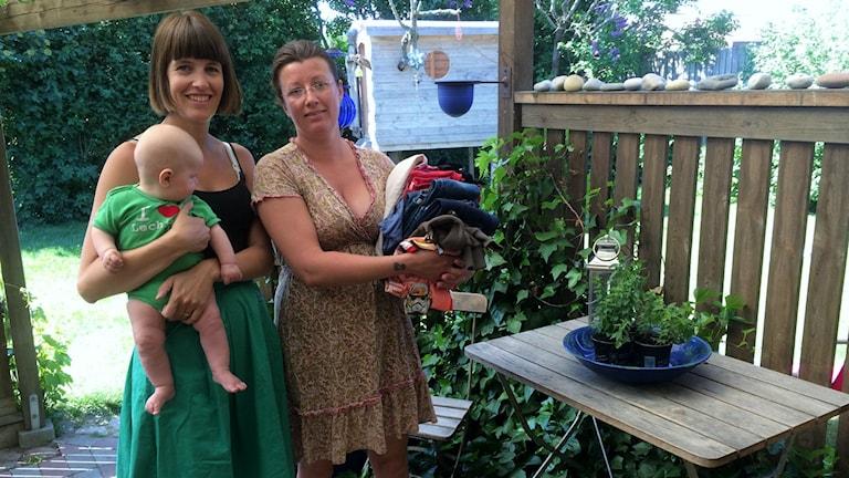 Loppis-entusiasterna Rebecca Stenhoff och Elin Egevad tycker att det är viktigt att rensa ut ibland.