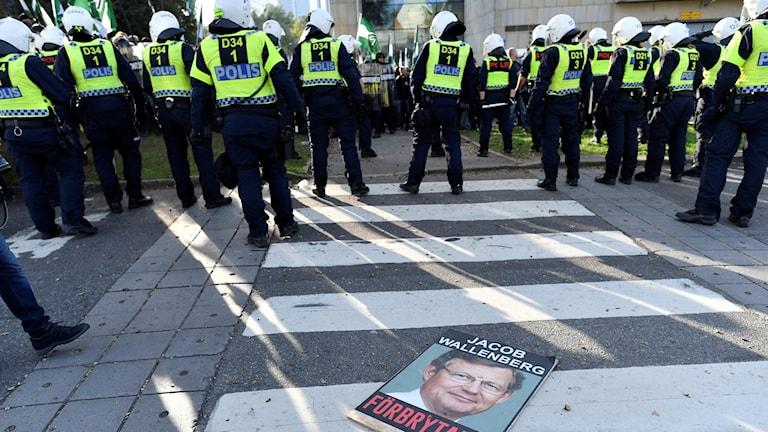Poliser i en demonstration.