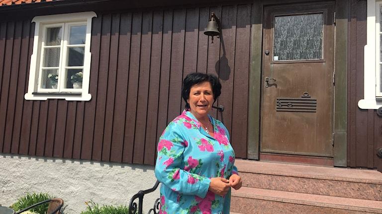 Gitte Lindström Hagmark, guide och ansvarig för museet i Birgit Nilssons släktgård i Svenstad i Västra Karup. Foto: Nina Sköldqvist/Sveriges Radio.