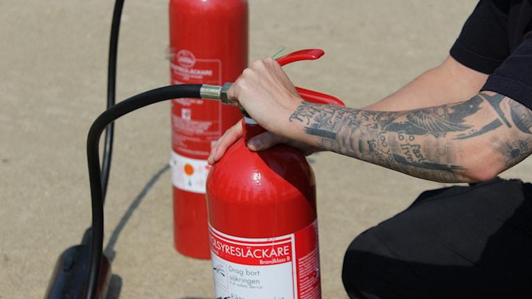 Brandsläckare, brandfilt, brandvarnare och brandstege är skyddsutrusning som alla rekommenderas att ha hemma.
