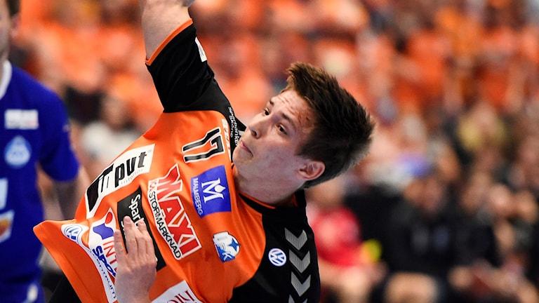 MALMÖ 2016-05-22 Kristianstads Jerry Tollbring skjuter under söndagens SM-final i handboll mellan IFK Kristianstad och Alingsås HK i Malmö Arena. Foto: Emil Langvad/TT
