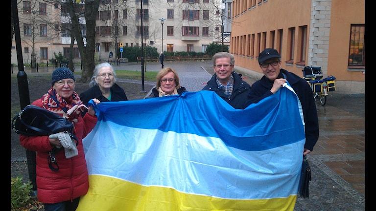 Färikhäitä tornionlaaksolaisia Tukholmassa. Margareta Granbok-Holmkvist, Bojan Eriksson, Kristina Hedström, Tage Rova ja Sören Svartz.