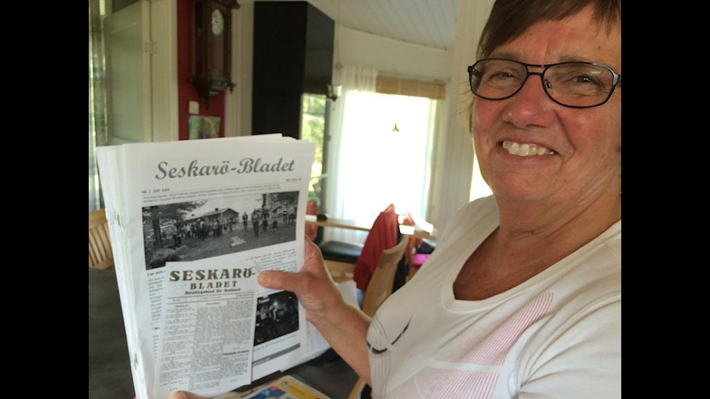 Seskaröbladet tros vara den äldsta byatidningen i Sverige med 100 år på nacken. Foto: Bertil Isaksson/SR